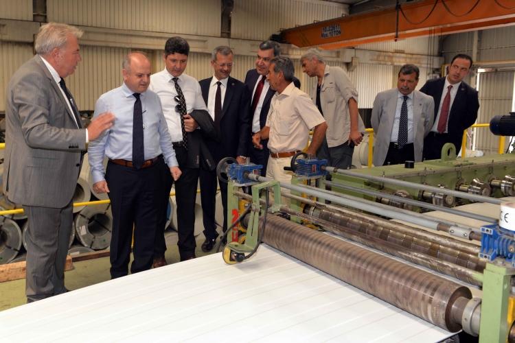Mersin Valisi ile MTOSB Yönetim Kurulu Üyeleri, Teknopanel Mersin Fabrikasını Ziyaret Etti.